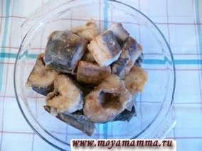 Рецепт рыбы запеченной в духовке Рыбу залить сметаной.
