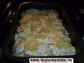За 15 минут до окончания готовки посыпаем сверху тертым сыром.