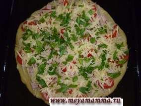 Рецепт пиццы из пресного теста.Посыпаем сыром и зеленью.