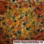 Пицца из дрожжевого теста с грибами и овощами