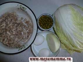 ингредиенты для салата с пекинской капустой и курицей