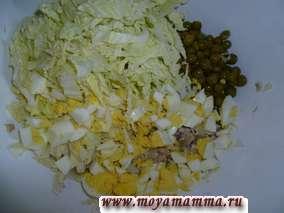 пекинская капуста, яйца, зеленый горошек, курица