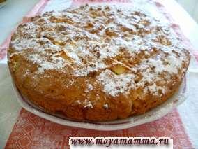 Пирог выпекаем в нагретой до 180 градусов духовке в течение 50-60 минут. Готовый пирог посыпаем сахарной пудрой.