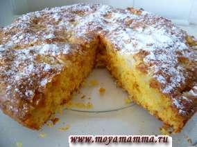 Готовый пирог посыпаем сахарной пудрой. Пирог лучше есть охлажденным.