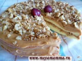Торт бисквитный с кремом из вареной сгущенки и грецкого ореха