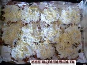 Посыпать котлеты сыром, натертым на крупной терке. Котлеты рубленые из куриной грудки