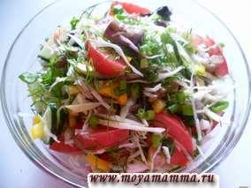 Салат из свежей капусты и грибов