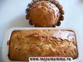Персиковый кекс с кокосовой стружкой. Испеченный кекс достаем и посыпаем сахарной пудрой.