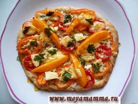 Рецепт пиццы из дрожжевого слоеного теста с курицей и овощами