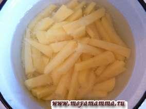 картофель нарезать на кружочки.