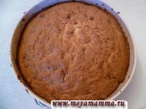 Выпекаем пирог в разогретой до 190-180 градусов духовке в течение 60 минут.