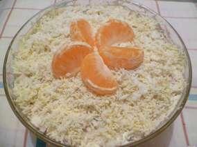 слоеный салат с мандаринами, курицей и яйцами