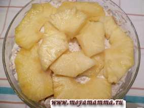 слоеный салат из курицы с ананасом