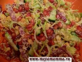 Салат с гранатом и колбасой копченой
