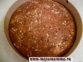 Выпекаем пирог в нагретой до 180-190 градусов духовке в течение 45 минут.