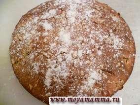 Готовый пирог посыпаем сахарной пудрой.