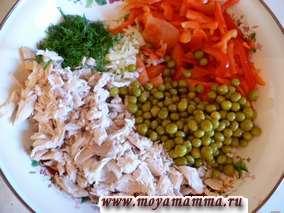 Салат с филе курицы с помидорами