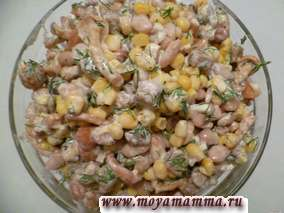 Салат из соленых грибов кукурузы фасоли сухариков