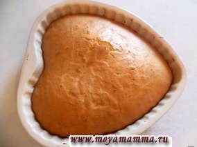Испеченный торт вынимаем из формы после остывания.
