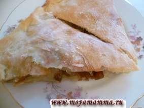 Простой постный пирог с грибами, картофелем и луком