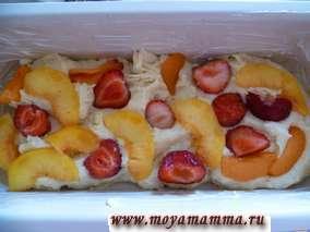 Кекс с ягодами и фруктами