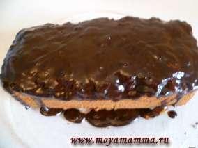 Кекс с абрикосовым вареньем и шоколадной глазурью