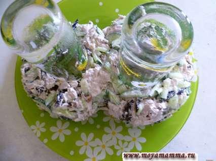 Украшение салатов к 8 марта