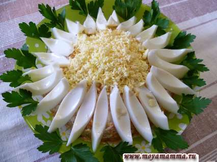 Украшение салатов из яиц Ромашка