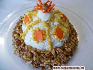 "Украшение морковью салата ""Шапка Мономаха"""