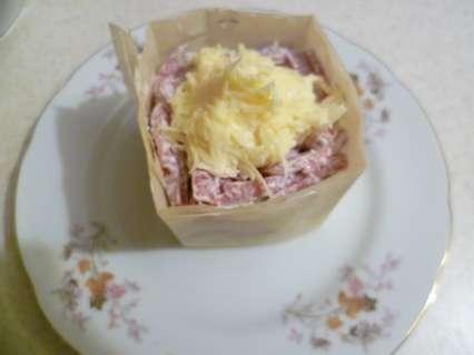 """Сверху из сыра сделать """"макушку"""" салата."""