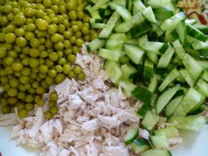 зеленый горошек, свежий огурец, курица