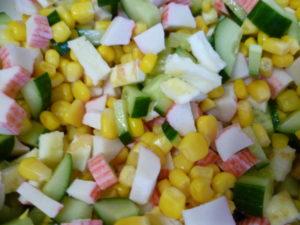 Салат с омлетом и крабовыми палочками