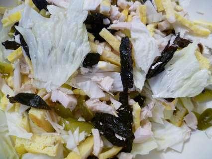 ингредиенты для салата с омлетом и черносливом