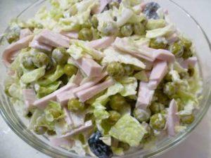 Рецепты салатов с вареной колбасой