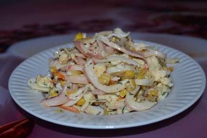 Салат с кальмарами и крабовыми палочками с соусом укропным