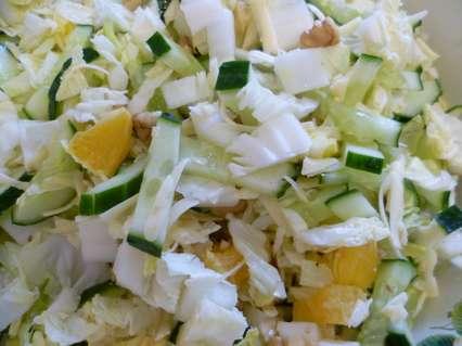 Приготовление салата с пекинской капустой и апельсинами