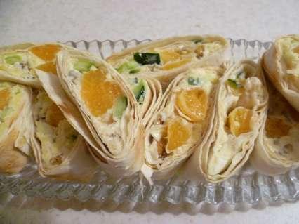 роллы из лаваша с мандаринами и сырной начинкой