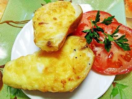 Запеченные креветки в груше под сыром