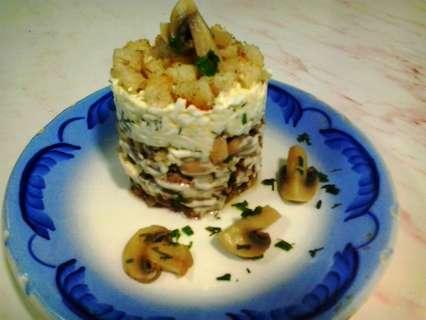 салат пень с сухариками и печенью