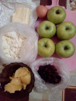 ингредиенты для яблок запеченных с творогом и изюмом