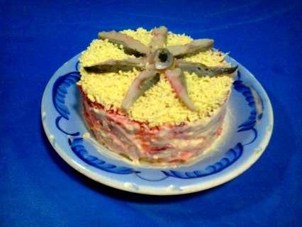 селедка под шубой в виде слоеного торта