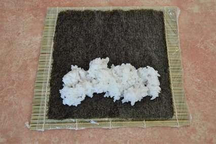горстка отварного риса на нори