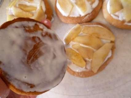 сборка пирожных с яблочной начинкой