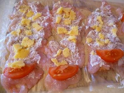 куриные рулетики с помидорами и сыром для запекания в духовке