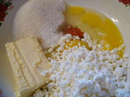 Сахар, яйца, творог, сливочное масло, разрыхлитель