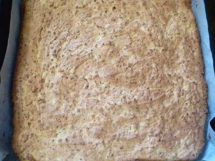 Испеченный пирог с миндальным кремом