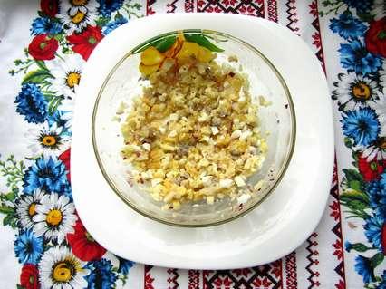 филе малосольной рыбки, вареное яйцо, апельсин, красный лук и яблоко