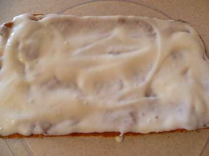 смазывание сметанным кремом бананового пирога