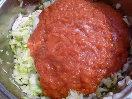 капуста с филе курицы в томатной заливке