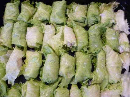 треска в листьях салата
